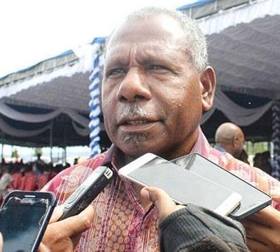 Bupati Mathius Awoitauw