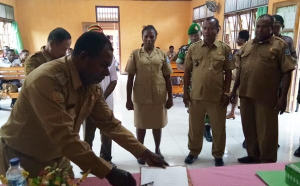 Penandatangan Berita Acara Musrenbang Distrik Nimboran 2019