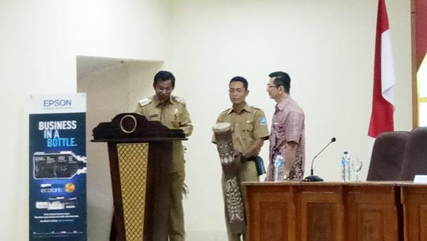 Wakil bupati Jayapura, saat membuka kegiatan e-katalog dan e-purchasing