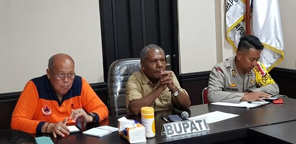 Bupati Jayapura Mathius Awoitauw, Kapolres Jayapura Victor Mackbon