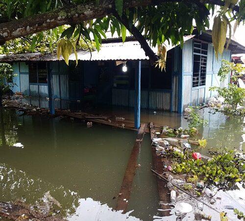 Sampah Berserakan di Danau Sentani Pasca Banjir Bandang Maret 2019 Sentani