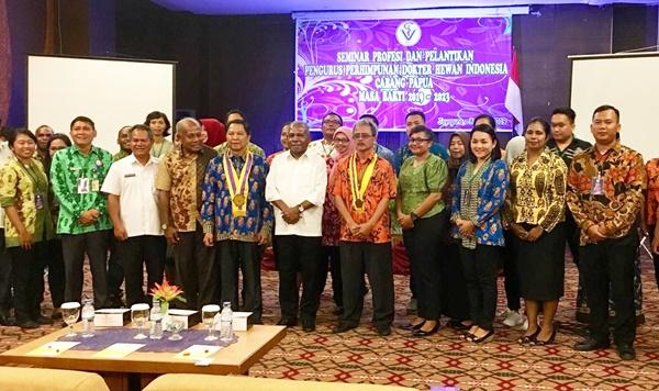 Foto Bersama Bupati Jayapura dan Perhimpunan Dokter Hewan Cabang Papua