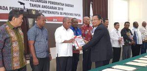 Bupati Jayapura menerima hasil audit BPK terhadap LKPD 2018