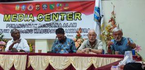 Bupati Jayapura menyaksikan peragaan Teknologi Tepat Guna Pengolahan Air Bersih